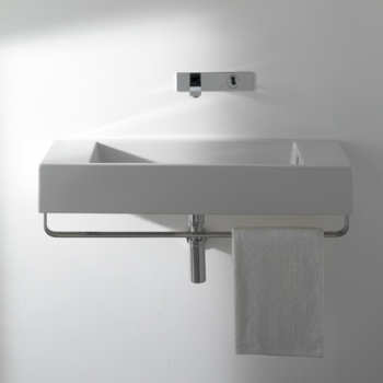 Lavabo 70 predisposto per rubinetteria monoforo sui due lati o parete. Con foro troppo pieno. Installazione sospesa. Completo di fissaggi.