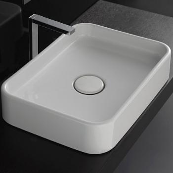 Lavabo cm 55 rettangolare. Per rubinetteria a muro o su piano. Senza foro troppo pieno. Installazione da appoggio. Completo di fissaggi e di piletta scarico libero in ceramica.