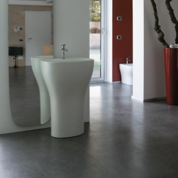 Lavabo monolito monoforo free standing per scarico a pavimento. Senza foro troppo pieno. Completo di sistema di scarico.