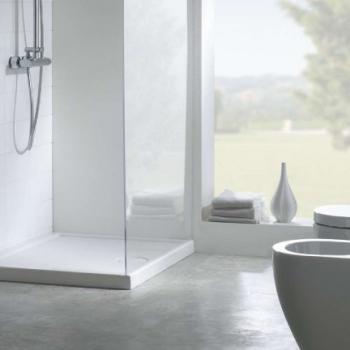 Piatto doccia 70x100 in ceramica con texture antiscivolo. Installazione da appoggio o filo pavimento. Portata di scarico 30 l-m