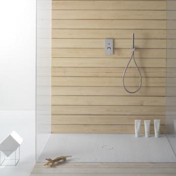 Piatto doccia 70x80. Installazione da appoggio o filo pavimento. Piletta inclusa. Portata di scarico 30 l-m