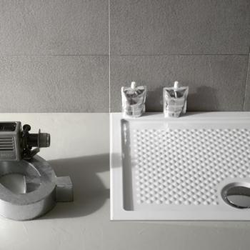 Piatto doccia 80x100 sinistro in ceramica. Installazione da appoggio o filo pavimento. Bianco lucido. Bianco opaco. Nero opaco. Portata di scarico 30 l-m