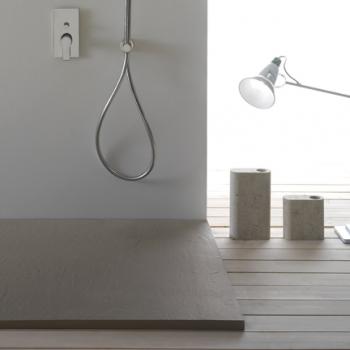 Piatto doccia 80x160. Installazione da appoggio o filo pavimento. Piletta inclusa. Portata di scarico 30 l-m
