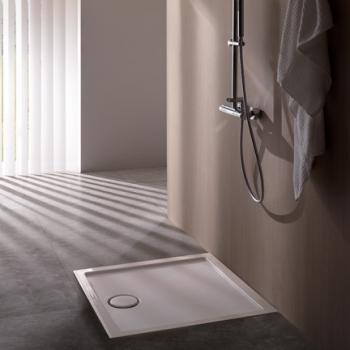 Piatto doccia 80x80 con texture antiscivolo. Installazione da appoggio o filo pavimento. Portata di scarico 30 l-m