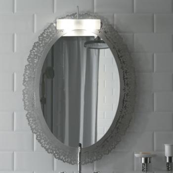Specchio con cornice in metallo, finitura foglia oro.